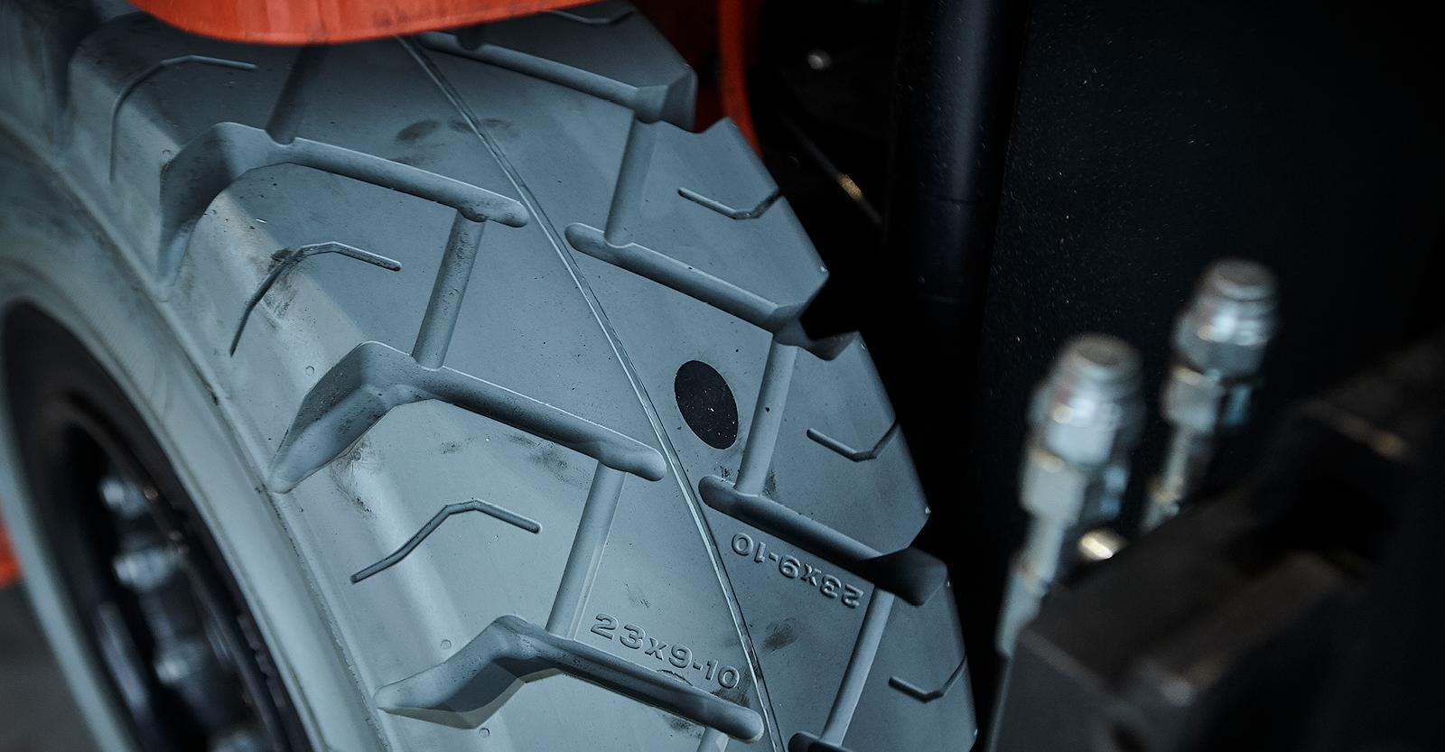 Wanneer moet ik heftruckbanden vervangen?