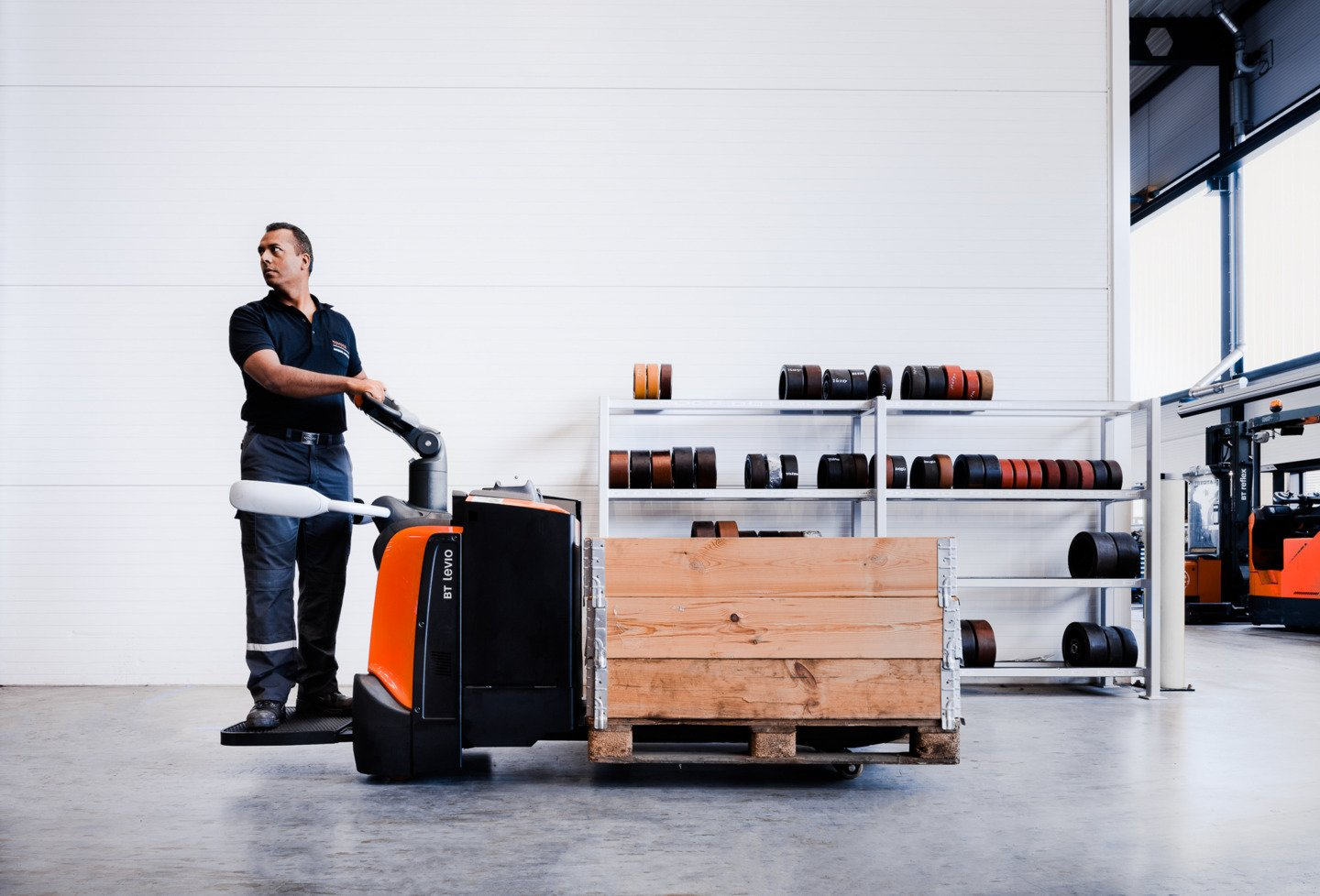 platform-powered-pallet-truck